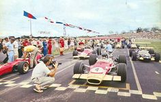 Chris Amon (1st) and Jochen Rindt (2nd) on the front row for the 1969 New Zealand Grand Prix.