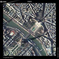 Paris - La tour Eiffel vue par les satellites Pléiades.