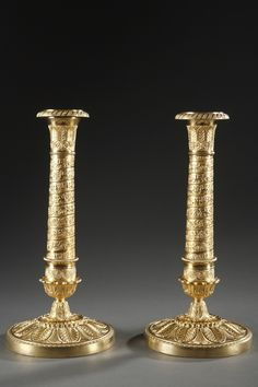 Beautiful pair of gilt bronze Empire candlesticks, with its original gilding. The base is decorated with circumscribed acanthus and the stem is adorned with griffons, lyres and a succesion o Candle Stand, Candle Holders, Antique Lighting, Acanthus, Cafe Design, Oil Lamps, French Antiques, Candlesticks, Empire