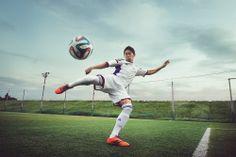 アディダスジャパンから、サッカー「2014 FIFA ワールドカップ ブラジル」の公式試合球として使用される「brazuca(ブラズーカ)」が発売 Fifa, Football, Sports, Hs Football, Hs Sports, Futbol, American Football, Sport, Soccer