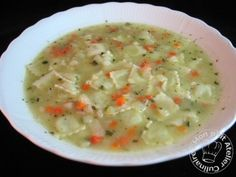 Ce soir j'ai fais une soupe en 20 minutes top chrono. J'ai trouvé l'idée vient il y a quelques temps sur le blog de Véro, une copinette bloggeuse du Midi-Pyrénées. Les deux principaux ingrédients se gardent au congélateur, ce qui vous permet vraiment...
