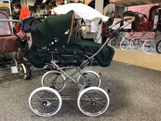 Vintage Pram, Prams And Pushchairs, Baby Prams, Baby Carriage, Baby Decor, Old School, Baby Strollers, Ab Sofort, Bobs