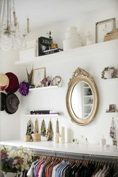Plan walk-in closet – furnish 50 dressing rooms chic wardrobe ornaments shelves ceiling lamp wall mirror frame: not only practical, but also attractive eye-catche Master Closet, Closet Bedroom, Walk In Closet, Bedroom Decor, Bedroom Wall, Closet Vanity, Closet Mirror, Wall Mirror, Dressing Room Closet