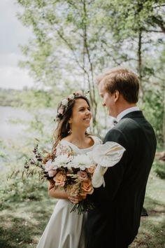 #WeddingWednesday: Laurien & Pierre-François: 'Onze huwelijksvoorbereidingen namen bijna twee jaar tijd in beslag' Bridesmaid Dresses, Wedding Dresses, Fashion, Names, Bridesmade Dresses, Bride Dresses, Moda, Bridal Gowns, Fashion Styles