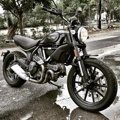 Ducati Scrambler Icon custom black with classic seat