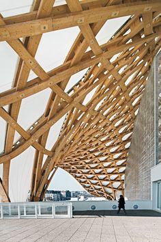 Centro Pompidou-Metz By Shigeru Ban & Jean de Gastines Timber Architecture, Ancient Architecture, Sustainable Architecture, Architecture Details, Shigeru Ban, Centre Pompidou Metz, Pavillion, Japanese Joinery, Timber Structure