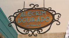 placa em madeira de demolição e entorno em ferro,placa interna,local loja