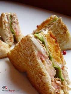 Explicada paso a paso, con fot… Recipe to prepare special tuna sandwich. Explained step by step, with photographs in each of the steps. Hamburgers, Croissant, Low Carb Recipes, Cooking Recipes, Deli Food, Tacos And Burritos, Tasty, Yummy Food, Wrap Sandwiches