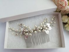 Hair Comb Wedding, Hair Combs, Pearl Hair, Wedding Hairstyles, Brooch, Pearls, Trending Outfits, Unique Jewelry, Handmade Gifts