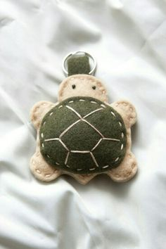 "Tortoise"" Felt Pets Keychain or pincushion? Felt Diy, Felt Crafts, Fabric Crafts, Sewing Crafts, Felt Christmas, Christmas Crafts, Felt Keychain, Keychains, Craft Projects"