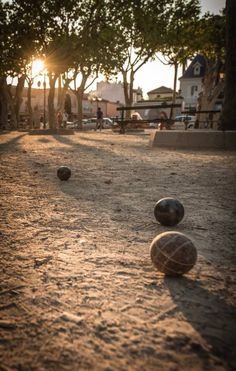 Pétanque place des Lices à St Tropez Saint Tropez, Provence, France Country, Spanish Garden, Paradise On Earth, French Countryside, French Riviera, Where To Go, Beautiful Places