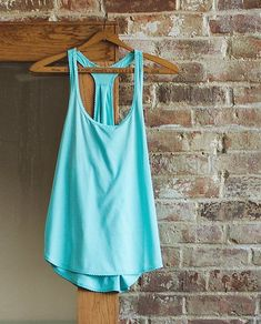105 Degree Singlet | We designed this lightweight and loose-fitting tank to layer easily over any bra. The breathable, wicking and anti-stink fabric helps to keep us cool in even the hottest of Hot yoga classes so we can go ahead and get sweaty.