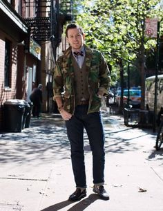Hipster bow tie and suit vest - worn with camo jacket & cuffed jeans Camo Jacket, Military Jacket, Camo Fashion, Mens Fashion, Herringbone Vest, Suit Vest, Cool Style, My Style, Well Dressed Men