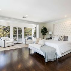 Little House, Furniture, Home, Master Bedroom, Bedding Master Bedroom, Bed, Mansions Luxury, Chaise Lounge, Million Dollar Homes