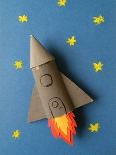 A cardboard rocket - Take an empty toilet paper roll, paint and paper for this super DIY for kids who love astronomy. Kids Crafts, Space Crafts For Kids, Diy For Kids, Diy And Crafts, Arts And Crafts, Cardboard Rocket, Cardboard Crafts, Paper Crafts, Cardboard Tubes