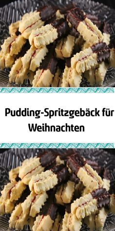 Pudding-Spritzgebäck für Weihnachten It is a delicious tender pastry that melts on the tongue. After baking, the parts are glued together with jam and dipped in chocolate. At Christmas we can never have enough of these pudding shortbread cookies. Easter Recipes, Appetizer Recipes, Holiday Recipes, Christmas Recipes, Milk Cookies, Biscuit Cookies, Pudding Cookies, Biscuit Cake, Cake Recipes