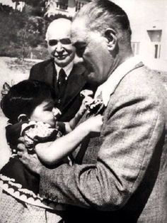 Ataturk and adopted daughter little Ulku--Orhan GENEL Turkish Soldiers, Turkish Army, Riders On The Storm, The Legend Of Heroes, The Turk, Recent Events, Great Leaders, World Peace, Historical Pictures