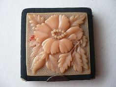 VINTAGE ART DECO POWDER COMPACT WITH BAKELITE DECORATION AND MATCHING BAG