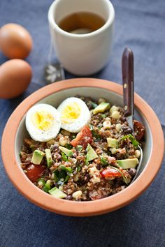 Make Ahead Breakfast Recipe: Southwest Quinoa Breakfast Bowl. Need some savory breakfast ideas? This healthy protein rich breakfast (or lunch! Great for all meals) is SO DELICIOUS. Protein Rich Breakfast, Quinoa Breakfast Bowl, Savory Breakfast, Health Breakfast, Breakfast Recipes, Breakfast Ideas, Mexican Breakfast, Second Breakfast, Quinoa Bowl