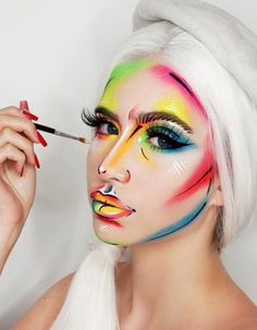 Artist And Her Canvas - Halloween Makeup That's Scary Good - Photos Creative Makeup Looks, Unique Makeup, Colorful Eye Makeup, Pop Art Makeup, Face Paint Makeup, Beauty Makeup, Makeup Set, Cool Makeup Looks, Crazy Makeup