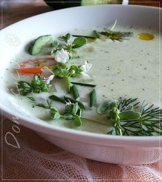 Hladna supa od krastavaca i jogurta - Cold Cucumber Yogurt Soup 🥒🥒 ... Jednostavna, ukusna, niskokalorična i osvežavajuća obrok-supa od jogurta i krastavaca za vrućine koje dolaze, ili pak za dijetalni režim ishrane 🥣 #detoks #dijeta #jogurt #maslinovoulje #obroksupa #supe #krastavac #vege #garlic #onions #detox #diet #yogurt #oliveoil #mealsoup #soups #cucumber #recepti #domaćakuhinja #serbiancuisine #recipes #homemadefood #goodfood #foodbloggers #foodphotography #easytomake #рецепты…