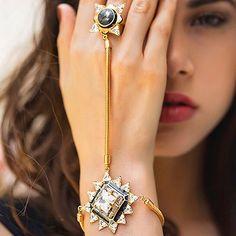 Beautiful haathful classy and trendy Ring Bracelet Chain, Hand Bracelet, Slave Bracelet, Bangle Bracelets, Tika Jewelry, Head Jewelry, Jewlery, Indian Bangles, Indian Jewelry