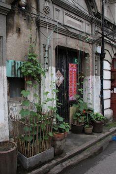 """A beautiful door in """"old"""" Shanghai"""