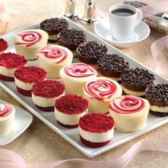 Junior's Cheesecake - The World's Most Fabulous Cheesecake Juniors Cheesecake, Just Desserts, Dessert Recipes, Small Desserts, Dessert Food, Lunch Recipes, Cooking Recipes, Mini Cheesecake Recipes, Wedding Cheesecake