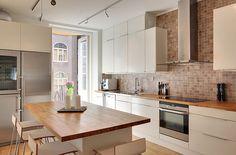 Skeppsholmen Fastighetsmäkleri Sotheby's International Realty - Renoverad våning invid Karlaplan