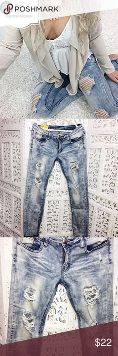 """🎀 MACHINE DISTRESSED SKINNY LEG JEANS Such cute distress detail! Fit low rise and are in between a skinny leg and straight leg. 97% cotton, 3% elastane. Super stretchy and comfortable. Waist: 35"""", hips: 37"""", rise: 7.7"""", inseam: 31"""".     🎀""""Add to bundle"""" to add more items from my closet or """"Buy"""" to checkout now.  🎀Get to know me! 💗Showing you how to style your looks at www.Queenbeefashionblog.com SUBSCRIBE.   🎀 Let's be friends! Follow me on Instagram @queenbeefashionblog Machine Jeans…"""