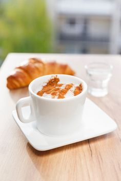 How to make a Starbucks Pumpkin Spice Latte. A healthy recipe for a pumpkin spice latte that you can make at home. Get this easy and quick recipe for delicious coffee. Homemade Pumpkin Spice Latte, Starbucks Pumpkin Spice Latte, Pumpkin Spice Syrup, Pumpkin Spice Coffee, Spiced Coffee, Pumpkin Tea, Pumpkin Drinks, Coffee Coffee, Coffee Beans