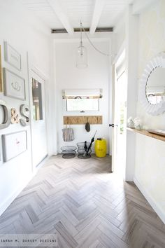 Our bathroom tiles. Casual, but stunning faux wood porcelain tile. And love the herringbone pattern. How to Install Herringbone Marble Tile Herringbone Tile, Chevron Tile, Chevron Floor, Gray Chevron, Deco Design, Design Design, Kitchen Flooring, Grey Flooring, Hardwood Floors