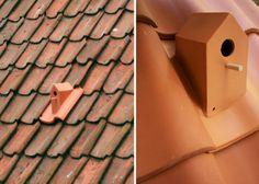 A una teja cerámica se le añade una casa para el pájaro que puede aprovechar el espacio bajo cubierta para construir su nido y establecer su residencia