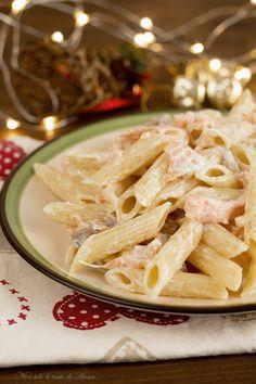 Primo piatto facile e scenografico, la pasta con salmone e formaggio spalmabile