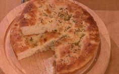 Mescolare la farina con lo zucchero e il lievito sbriciolato. Lessare la patata e unirla alla ...