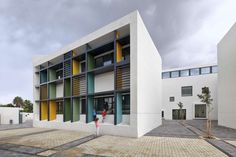 This new elementary school is located in the neighborhood of Kohav Hatsafon in Tel Aviv.  It is a modest building, with a white plaster exterior, while the i...