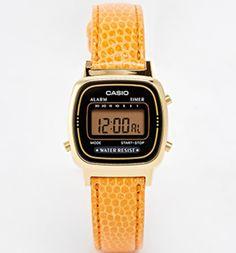 KONINGSDAG Koningsdag komt er aan, heb jij je outfit al bij elkaar gesprokkeld? Wij kwamen nog wat mooie oranje accessoires tegen. Let's go retro with dit Casio horloge #armcandy, soort van...
