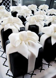 Mini present cakes ~ this blog page actually has wonderful picture ideas for a black and white wedding, though I am taking them n as I plan my black and white with touches of turquoise birthday party.