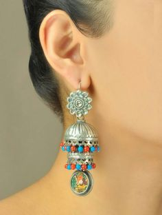 Silver jhumka Silver Jewellery Indian, Indian Earrings, Silver Jhumkas, Sterling Necklaces, Sterling Silver Jewelry, Silver Ring, Jewelry Show, Jewelry Design, Bohemian Jewelry
