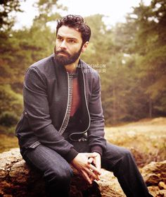 Aidan Turner for The Article Magazine, Issue Ten November 2017. http://faerydragon.tumblr.com/post/167017787667/aidan-turner-for-the-article-magazine-issue-ten