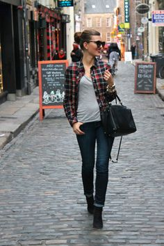 {Dublin Duds}  || Chic Street Style Dress in the most casual way: jeans, a T-shirt and an unbuttoned flannel.