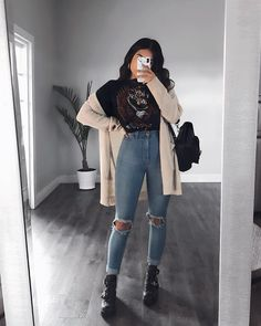 Ripped Jeans With Long Cardigan ★ Edgy grunge style from the to inspire your street style. edgy outfits Basics Of Grunge Style And Modern Interpretation Mode Kpop, Mode Ootd, Vetement Fashion, Cute Casual Outfits, Cute Outfits For Winter, Cute Sweater Outfits, Date Outfit Casual, Teenager Outfits, Winter Fashion Outfits