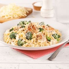 Orzo crémeux poulet et cheddar - 5 ingredients 15 minutes Confort Food, Orzo Recipes, Weekday Meals, Recipe For Mom, Pasta Dishes, Family Meals, Macaroni And Cheese, Clean Eating, Good Food