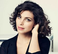 THR has confirmed that actress Morena Baccarin, who currently plays Dr. Leslie Tompkins on Gotham, is the female lead in the live-action Deadpool movie. Baccarin was one of a handful of actresses shortlisted for the role of Reynolds' character's love. Stargate, Morena Baccarin Firefly, Morena Baccarin Gotham, Morena Baccarin Deadpool, Non Blondes, Hollywood, Ryan Reynolds, Beautiful Actresses, Rio De Janeiro
