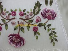 This Pin was discovered by Har Brazilian Embroidery Stitches, Tambour Embroidery, Hand Embroidery Stitches, Embroidery Techniques, Ribbon Embroidery, Embroidery Patterns, Motifs Perler, Beadwork Designs, Sewing Crafts