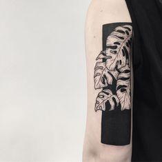 Left Arm Tattoos, Hip Tattoos Women, Time Tattoos, Arm Band Tattoo, Black Tattoos, Small Tattoos, Cool Tattoos, Flower Tattoos, Tattoo For Boyfriend