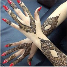 Now, you can download this Arabic mehndi design book for free! We have seen many girls and many women that want to have in hand that kind of book and guide that will be telling them about all the Arabic mehndi designs in detail.