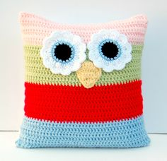 INSPIRATION - Owl Pillow for the Kids room (Source : http://hopscotchlane.blogspot.fr/2012/08/matching-crochet-blanket-and-owl-pillow.html) #crochet #owl #pillow