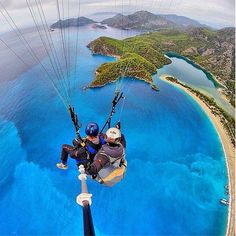 Talk about a bird's eye view! If you've never been parasailing over a pristine island, looking at this #Selfie is probably the next best thing. #SelfieSticks