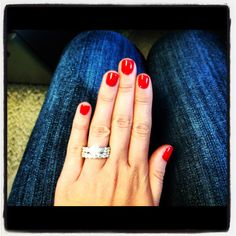 """Fingernägel OPI Schellack """"Big Apple Red"""" Causes of Folliculitis A follicle refers to a cr Red Shellac Nails, Fingernails Painted, Shellac Colors, Nail Polish Colors, Mani Pedi, Manicure And Pedicure, Short Red Nails, Gel Color, Perfect Nails"""